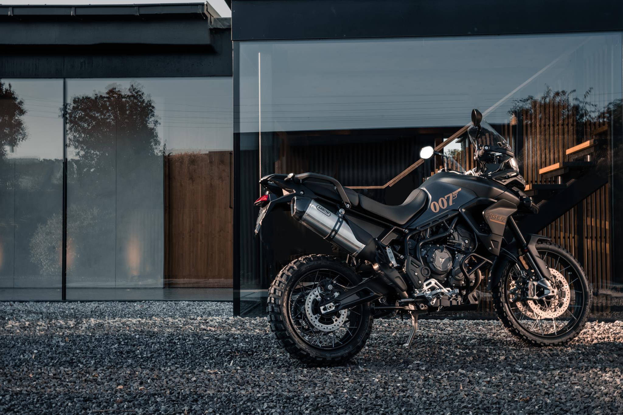 triumph motorcycles per james bond film