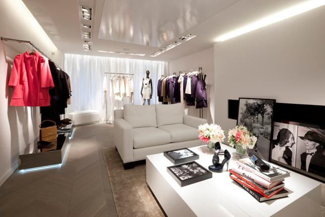 nuova boutique parigina per tara jarmon fashion times. Black Bedroom Furniture Sets. Home Design Ideas