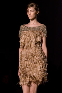 7a0360f065 Bon ton e femminilità nude per Alberta Ferretti VIDEO | Fashion Times