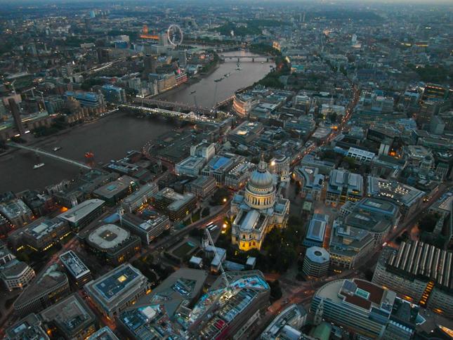 Jason Hawkes con Samsung EX1 - veduta Londra