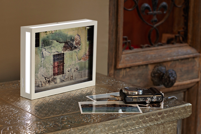 Cornice digitale DIA Parrot by Nodesign