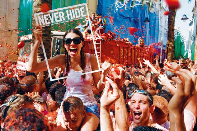 Never Times Hide Fashion La Presenta Ray Nuova Stampa Campagna Ban PfzqYB