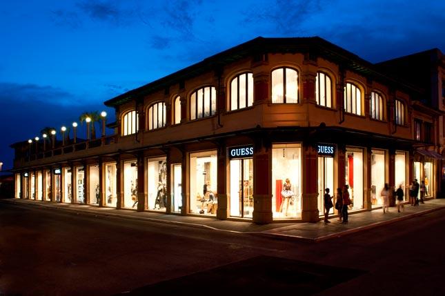 Guess Denim Store a Viareggio