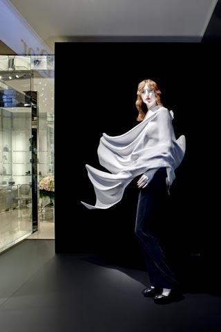 Daniel Arsham veste le vetrine di Dior