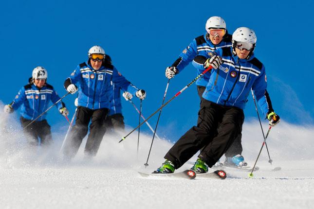 detailed look 9e7a3 66738 EA7 Emporio Armani official outfitter dei maestri di sci ...