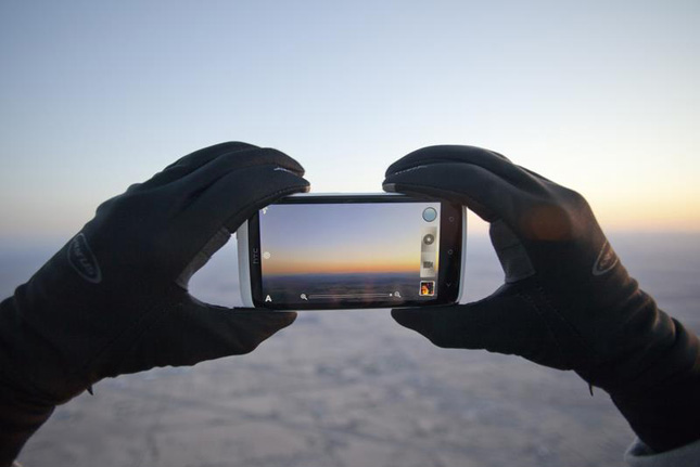 HTC Free Fall Fashion Shoot: primo shooting di moda con un telefono a 7000 metri