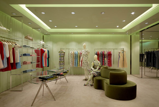 Prada rinnova il suo storico negozio a Londra Sloane Street_Prada renews its historic store in London Sloane Street
