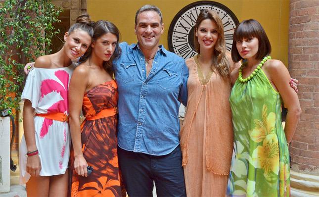 Jerry Tommolini con alcune modelle