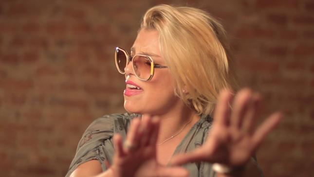 Emma Marrone e Vogue Eyewear  in