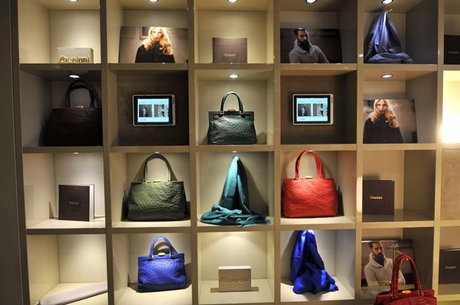 separation shoes 8f384 450a3 Cruciani riapre in Via Verri a Milano | Fashion Times