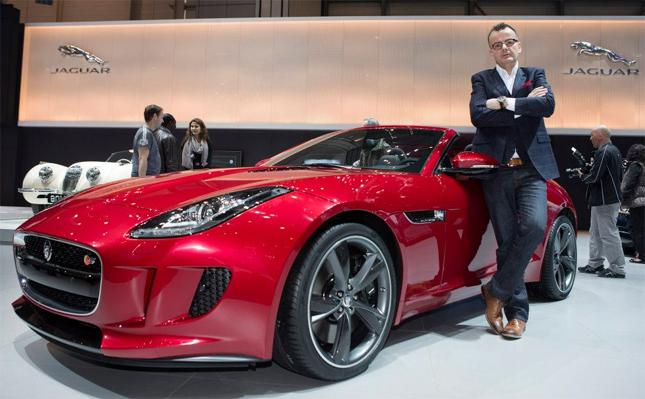Le chanteur de blues Philipp Fankhauser pose avec la nouvelle Jaguar F-Type sur le stand de Jaguar et Land Rover dans la halle 6 de Palexpo a Geneve lors des journees de la presse le mardi 5 mars 2013. Lors de sa visite au Salon de l'Auto de Geneve, pour rien au monde le chanteur de blues bernois connu notamment par ces succes comme