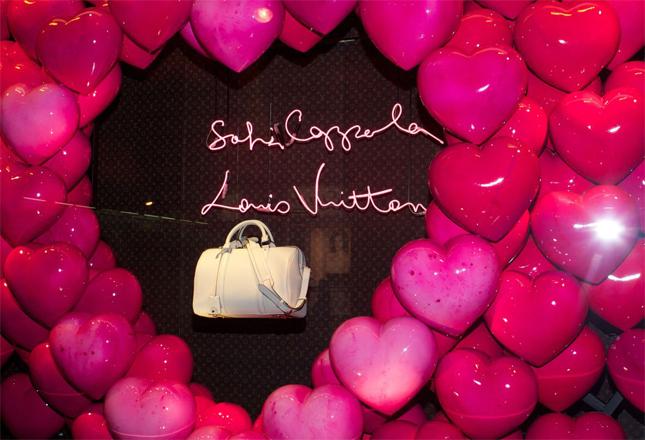 Louis Vuitton celebra l'arrivo della nuova edizione della SC bag, la borsa in collaborazione con la regista Sofia Coppola