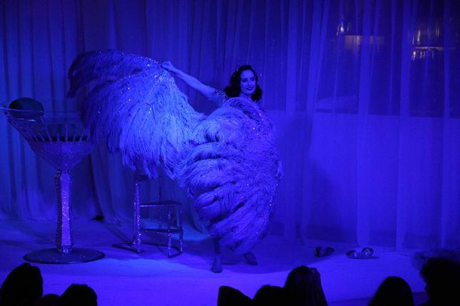Dita Von Teese: spettacolo burlesque per Fawaz Gruosi