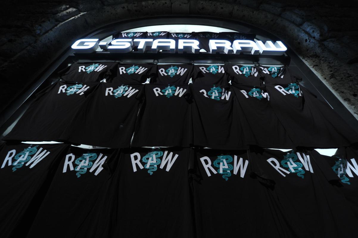 g star raw apre a milano nina zilli inaugura lo store