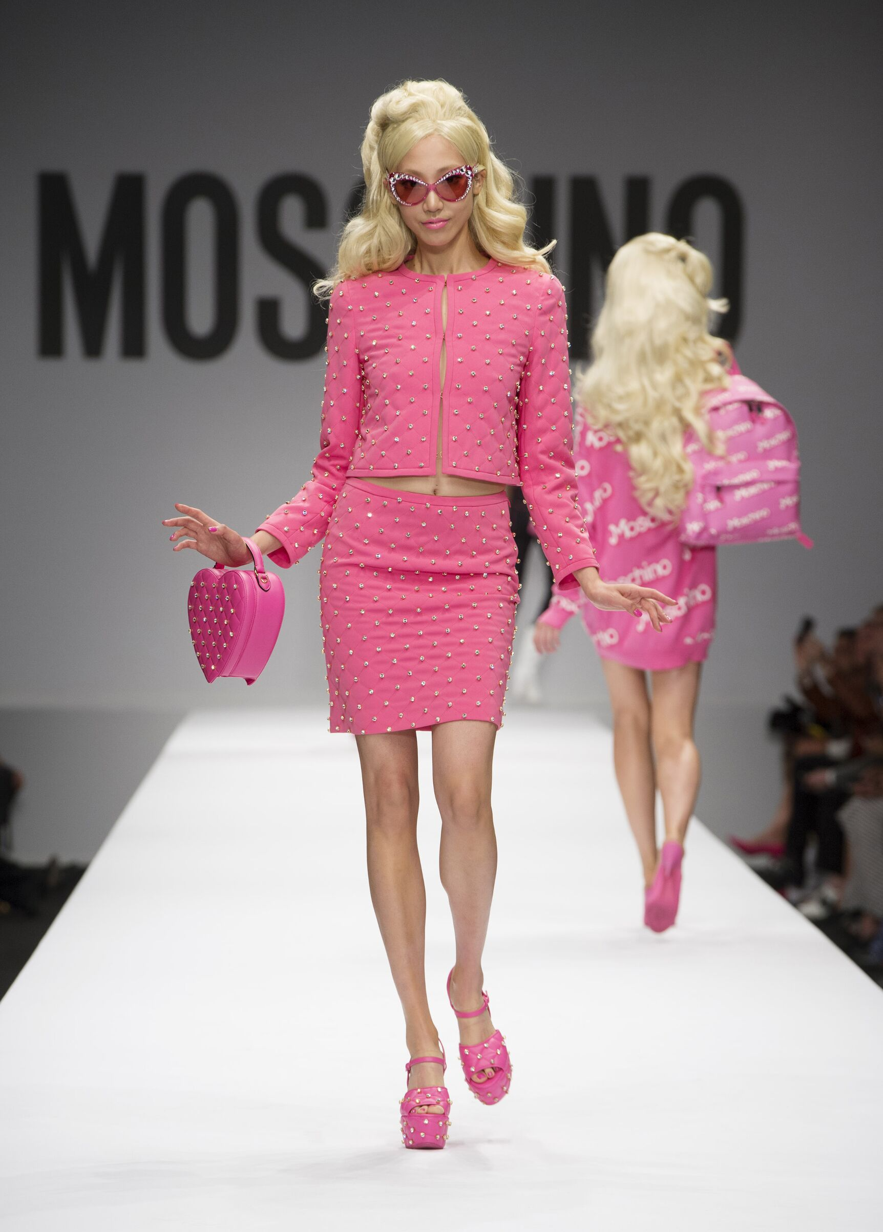 Jeremy Scott continua a flirtare con Barbie  214a76ff8d0