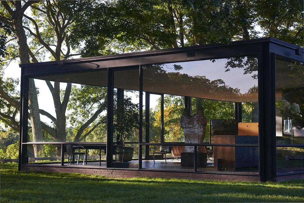 Una casa di vetro per la nuova campagna tod 39 s fashion times for Case con vetrate