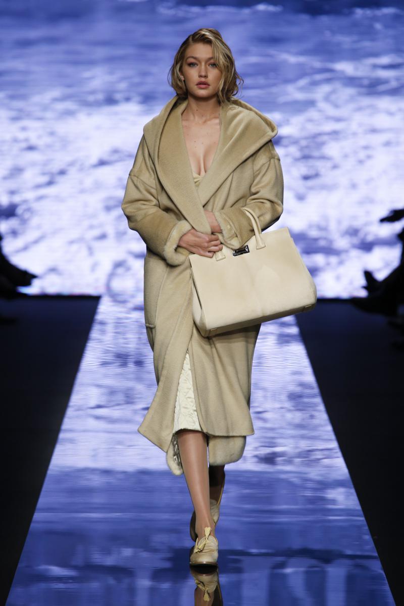 MaxMara Fall-Winter 2015-16 Womenswear Collection ...
