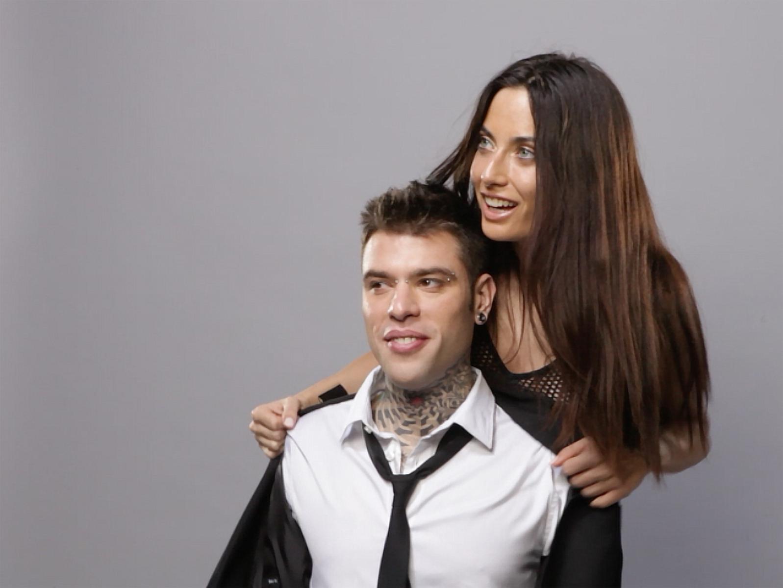 Fedez e la fidanzata Giulia per Sisley / Le foto del