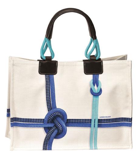 Non righe ma nodi da marinai, perfettamente in tema! Longchamp