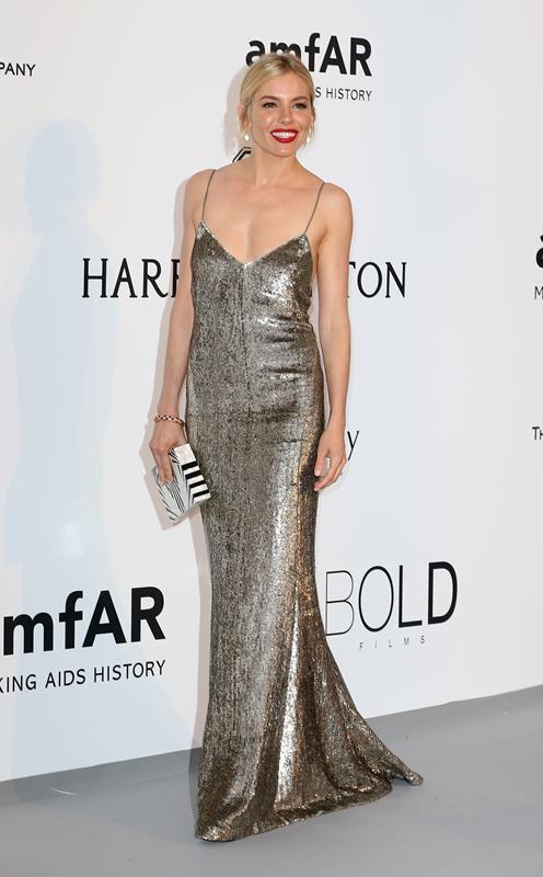 Sienna Miller in Swarovski per il gala dell'amFAR