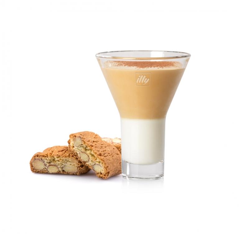 Espresso, zucchero liquido, latte scremato, ghiaccio e crema di marroni da provare con i biscotti cantucci.