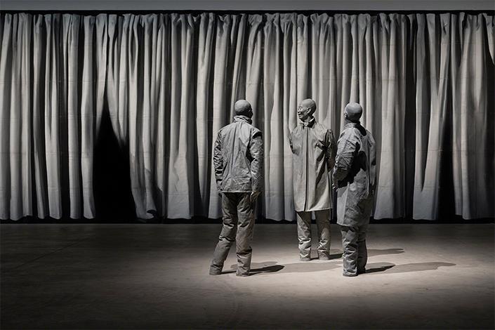 Cinesi senza piedi. Foto: © Attilio Maranzano. Courtesy The Estate of Juan Muñoz, Madrid