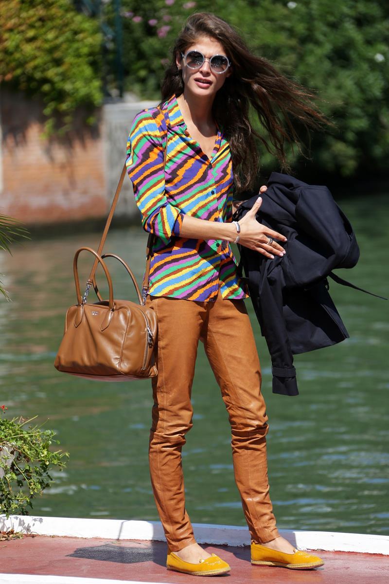 Elisa Sednaoui con la sua Prada Inside