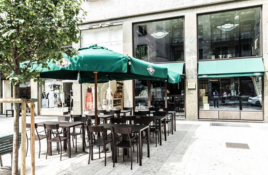 Milano, nuova sede di Procacci, panini al tartufo, in Corso Garibaldi 2015-07-27 © Massimo Sestini