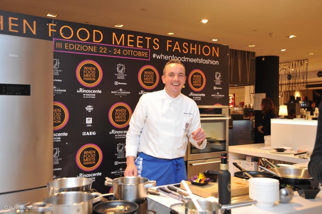 Lo chef Paolo Donei alle prese con il primo cookingshow della giornata