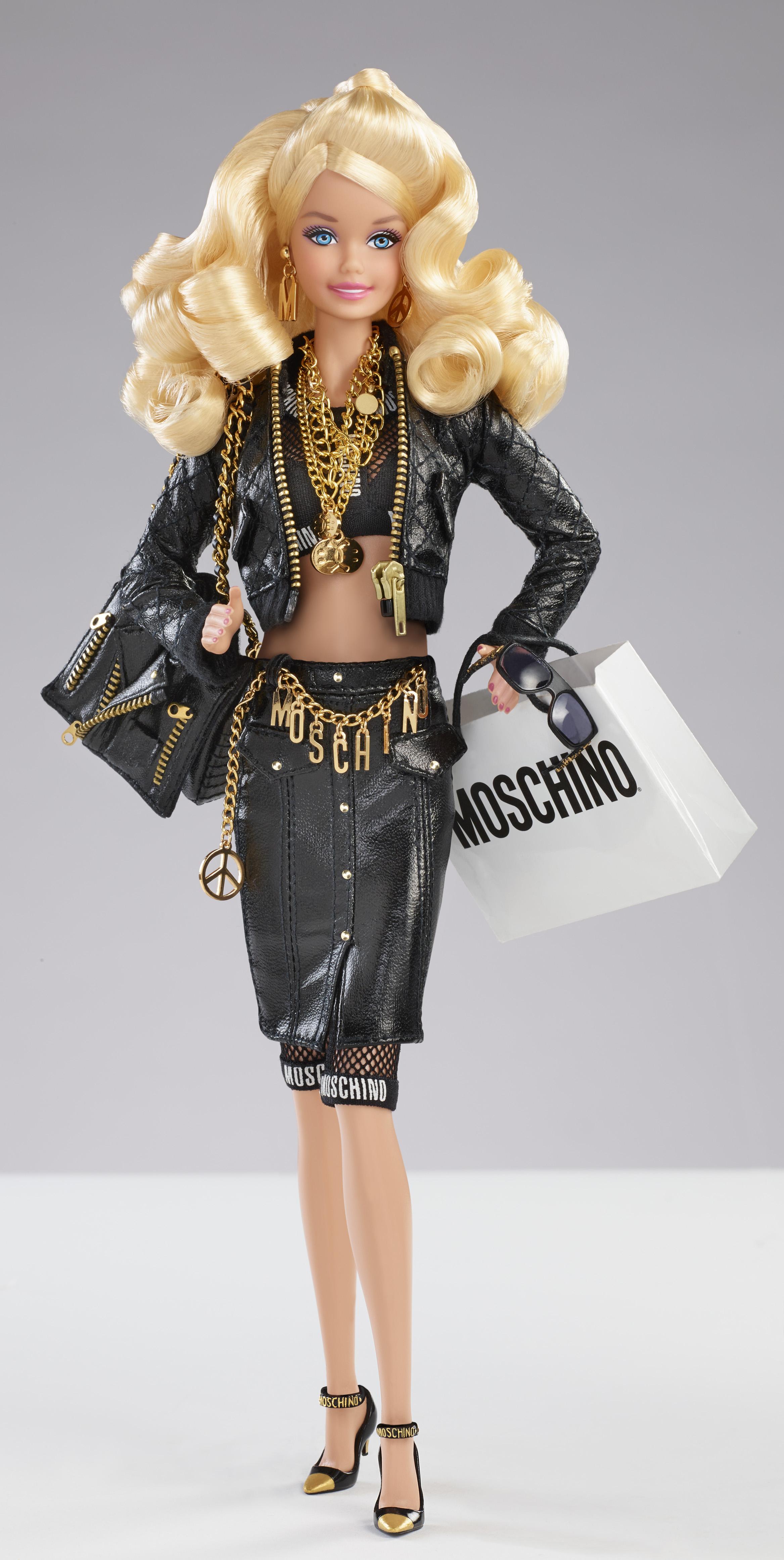 Barbie veste moschino due bambole e una capsule for Bambole barbie