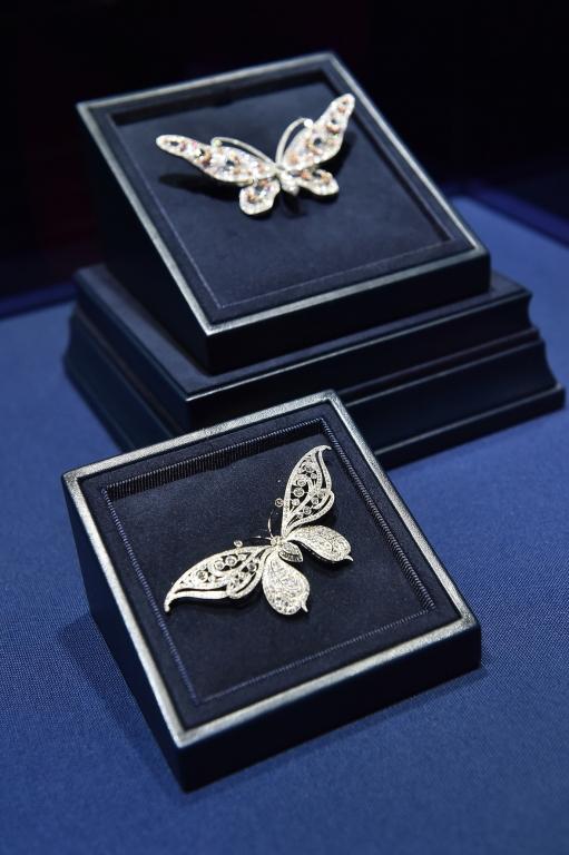 Tiffany, Spille farfalle