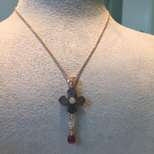 Cross Botony with Ruby Drop_Diamond Bead_20kpg_Image2