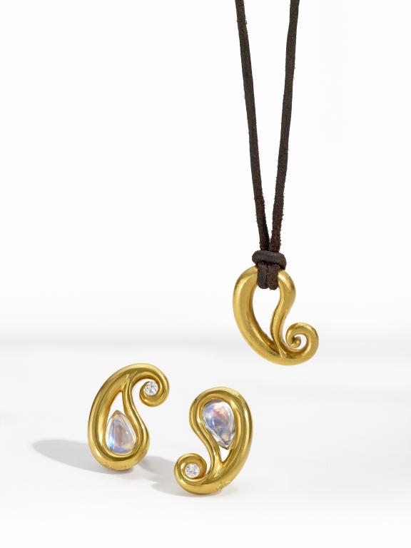 Pendant_Earring_Gold Paisley Set