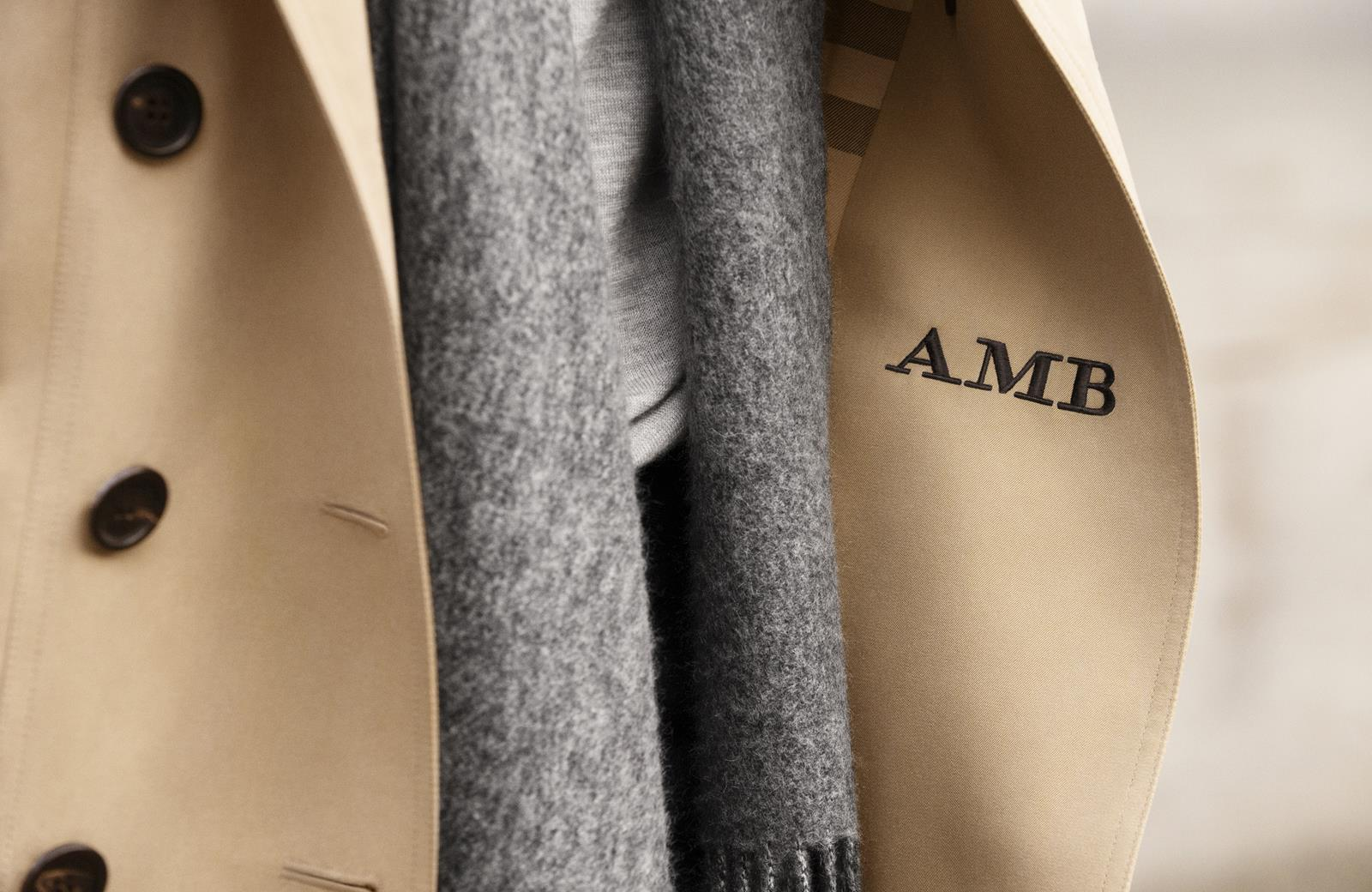 The Monogrammed Burberry Heritage Trench Coat_003 (Copy)