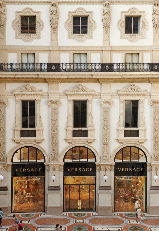 Versace, Galleria Vittorio Emanuele II. Photo credit Marco Cella
