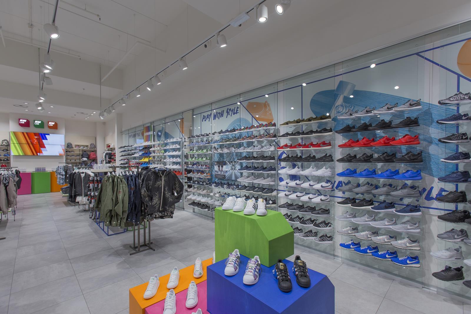AW LAB interno store