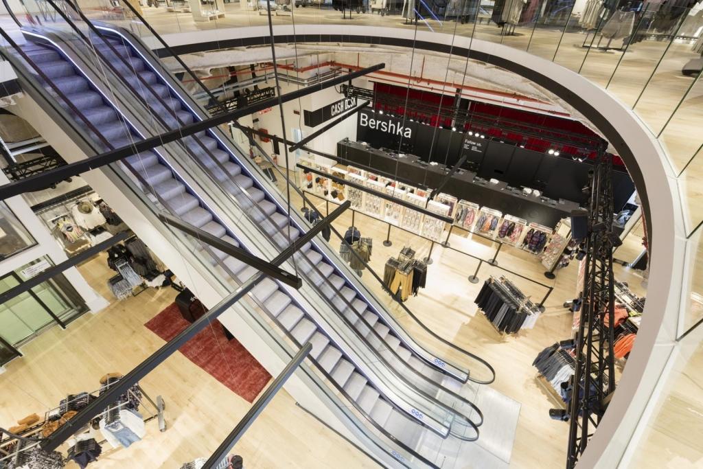 Bershka milano le immagini dello store pi grande al for Bershka via del corso