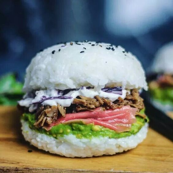 "Ecco il vegan sushi burger di ""So Beautifully Raw"""