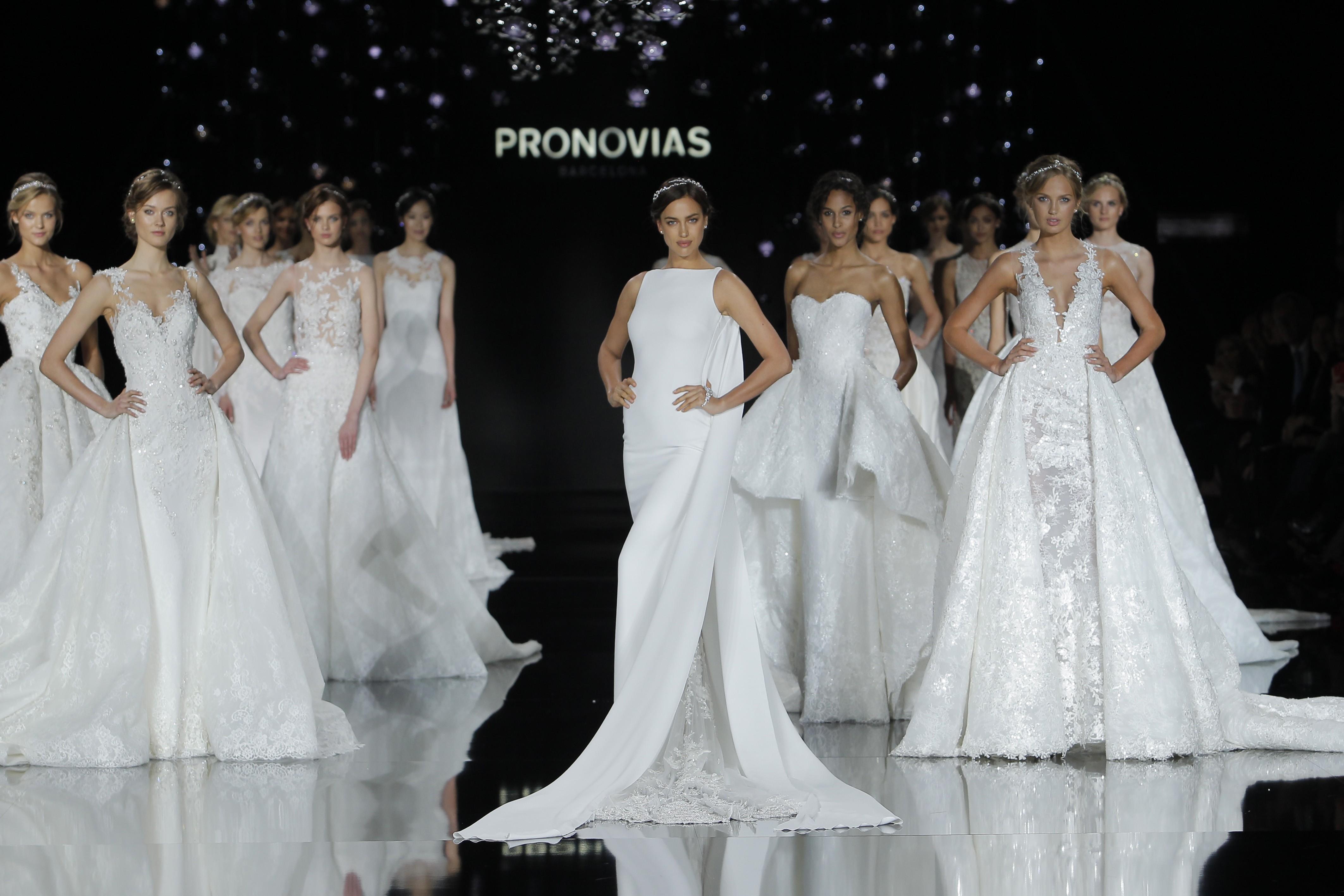 Pronovias Runway Show From Barcelona Bridal Week 2018: La Collezione Atelier Pronovias 2017 E La Super Sexy Irina