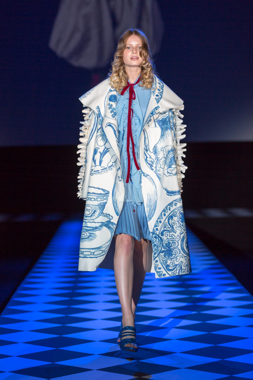 Giovani designers per alice attraverso lo specchio fashion times - Alice dietro lo specchio ...
