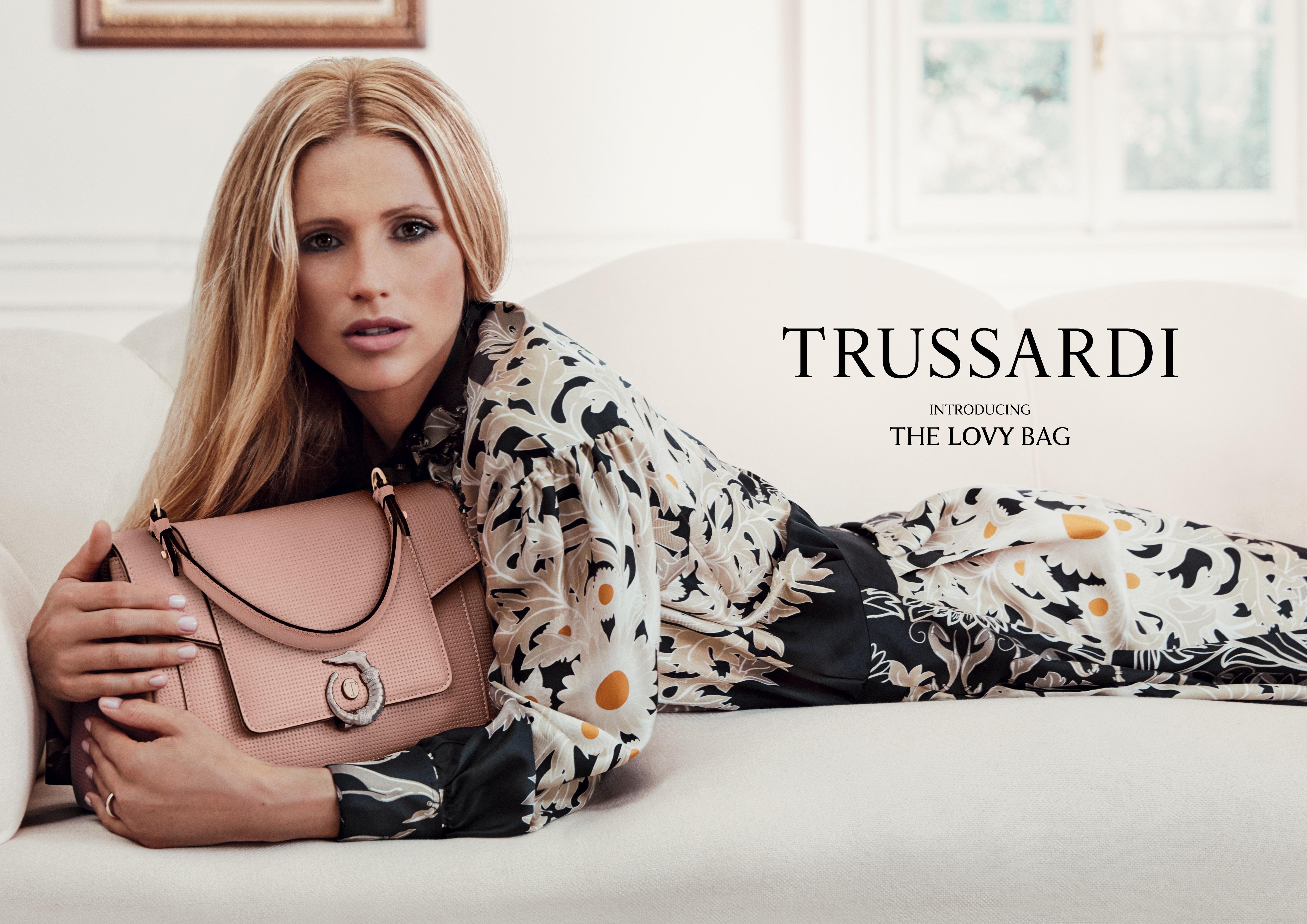 c5eba5ec81 L'attrice, conduttrice, showgirl e moglie di Tomaso Trussardi è stata  scelta della Maison per interpretare la Lovy Bag, nuova borsa iconica  firmata ...