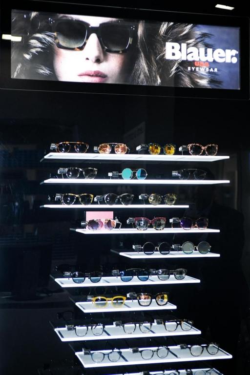 VisionOttica new opening Milano, Blauer Eyewear