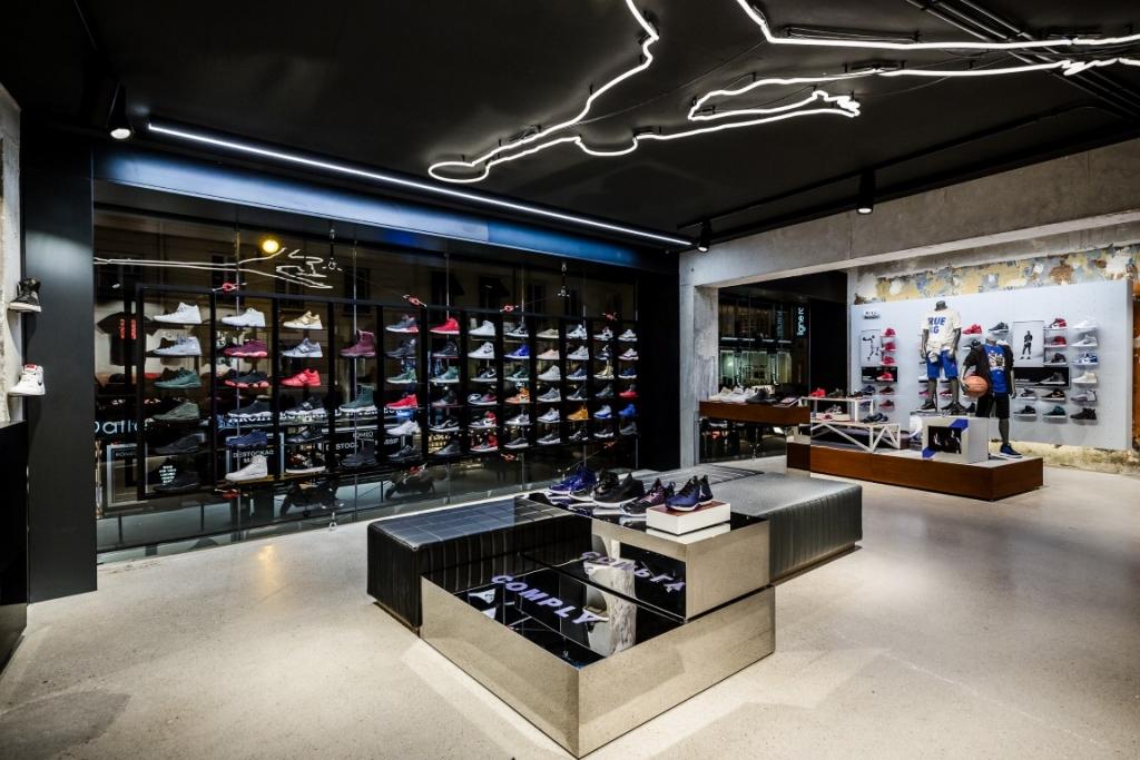 inside-jordan-bastille-primo-store-europeo-a-parigi-1-medium