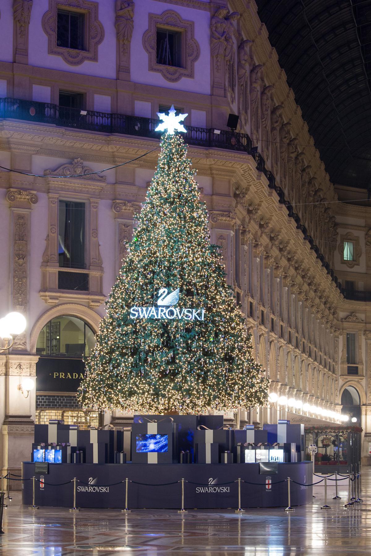 Milano Decorazioni Natalizie.Swarovski Illumina Il Natale A Milano Fashion Times