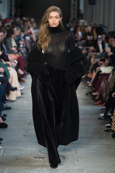 2dc81b3220 Milano Moda Donna: Prada, Fendi, Vivetta, Max Mara… | Fashion Times