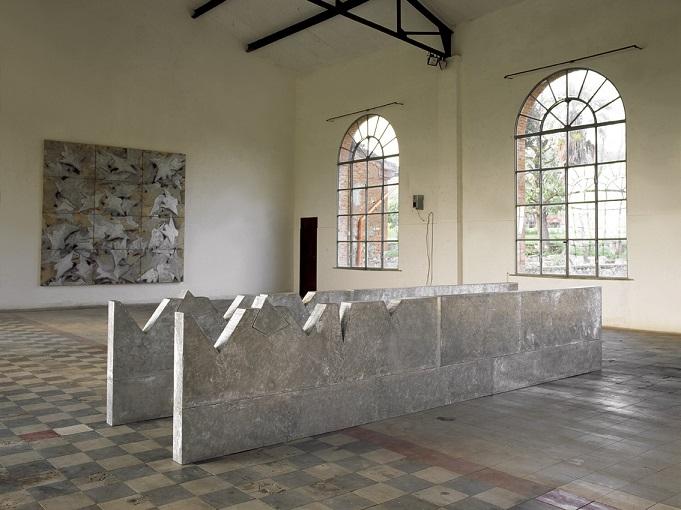 Franco Ionda Soglia di Pericolo, 1990, legno ed alluminio, cm 82x 450x 10,5 ciascuna