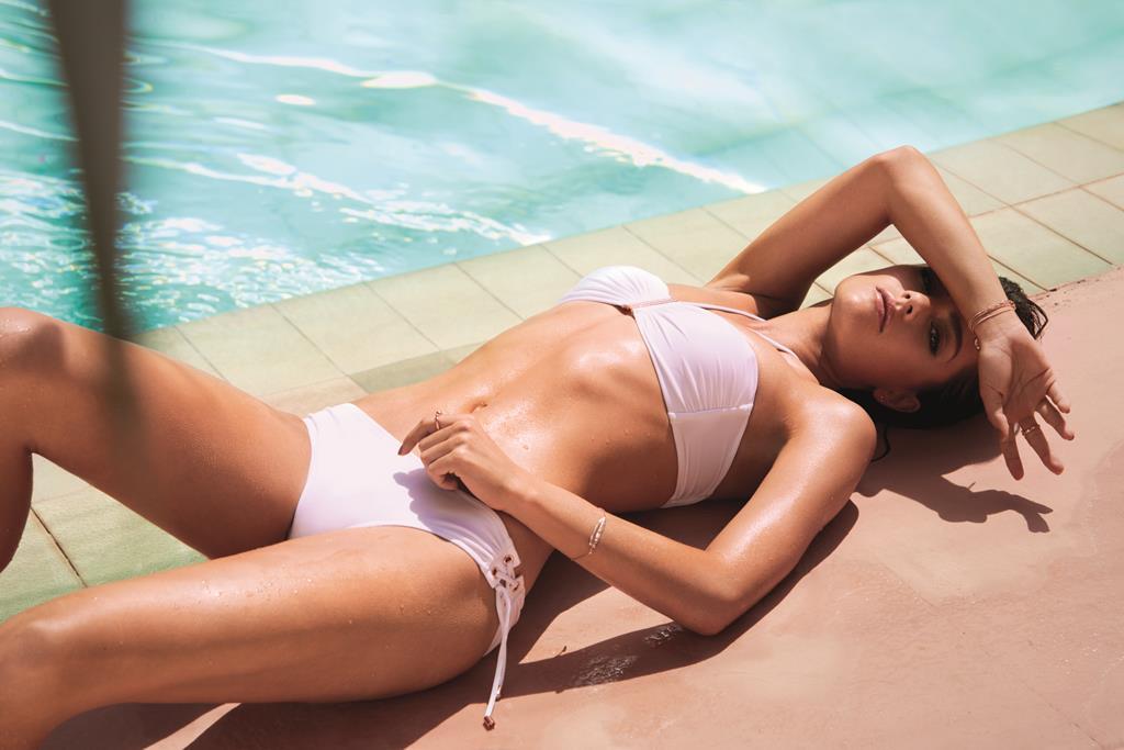 Sognare Costume Da Bagno Bianco : Bikini bianco: a chi sta bene? fashion times