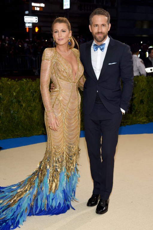 Blake Lively, Ryan Reynolds in Atelier Versace (Photo by Dimitrios Kambouris/Getty Images)