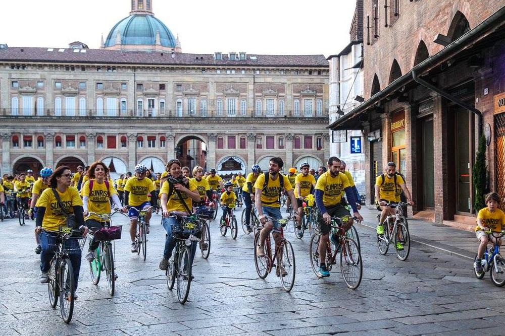 SunriseBikeRide a Bologna, l'anno scorso. Ci sono 6 edizioni: Bologna, Firenze, Milano, Cesenatico, Torino e Valencia
