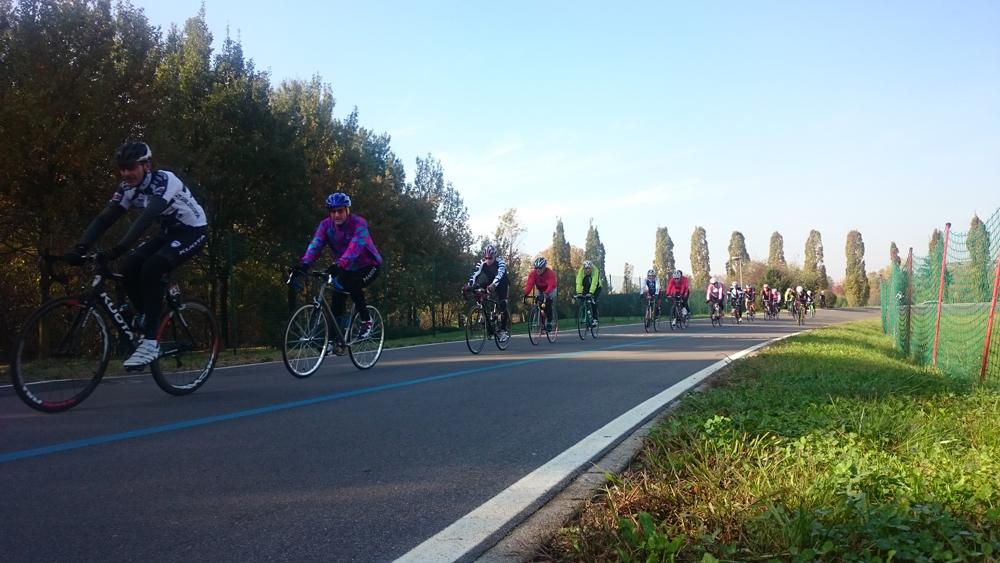 Velodromo Parco Nord: per entrare basta 1 euro, 1 caschetto, 1 bici e 2 buone gambe!